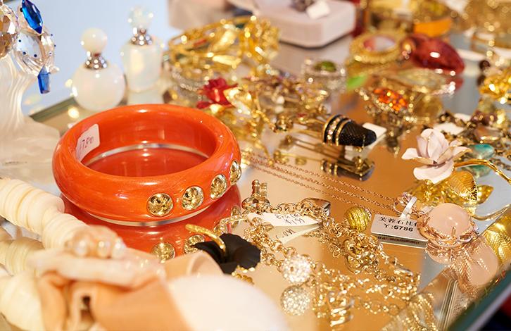 f9d162da6cabd Boutique Beat]: Consignment Store Pawnstar's New Digs | SmartShanghai