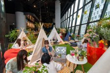 This Place Lets You Have a Fifth Floor Barefoot Picnic (With Dogs!) Overlooking Jing'an Temple